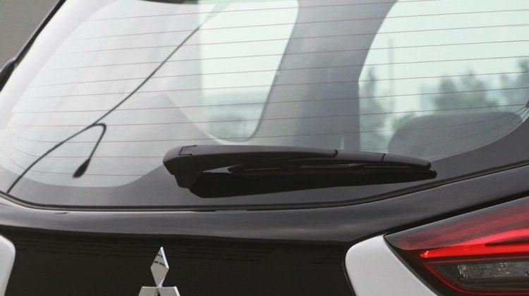 Mengenal Fungsi Defogger, Garis 'Stiker' Pada Kaca Belakang Mobil