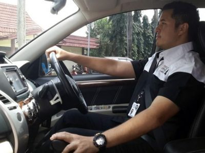 Posisi Duduk dan Cara Mengemudi Mobil Yang Benar